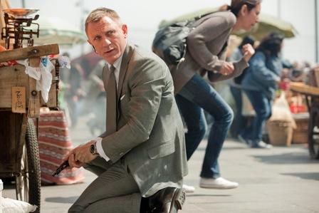 Daniel Craig in SKYFALL wearing OMEGA Seamaster_2