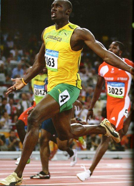 Usain Bolt_100 m rekorunu alt üst ederken